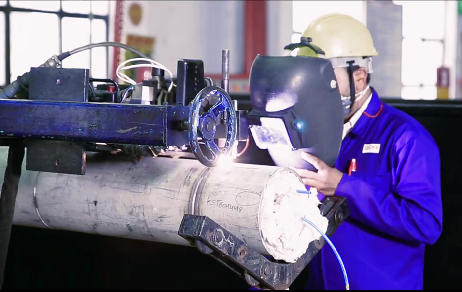 automatic welding, difference between machine and automatic welding, difference between manual and machine welding, difference between mechnized and robotic welding, machine welding, manual welding, robotic welding, semiautomatic welding